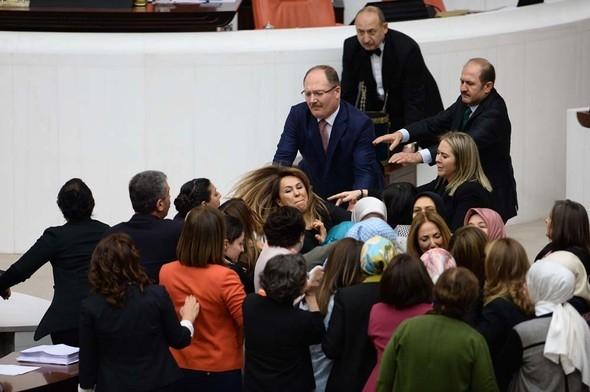 Kadın milletvekillerinin büyük kavgası! 1