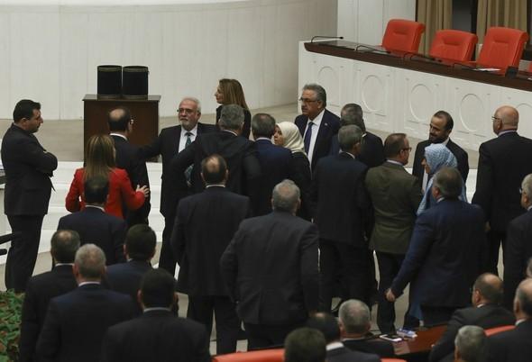Kadın milletvekillerinin büyük kavgası! 10