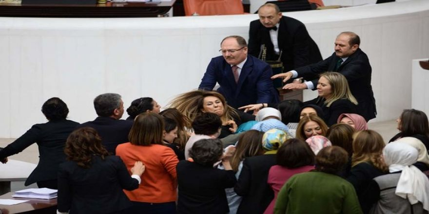 Kadın milletvekillerinin büyük kavgası!