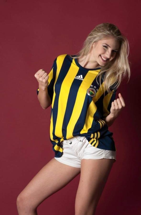 Dünyaca ünlü Fenerbahçeli manken 1