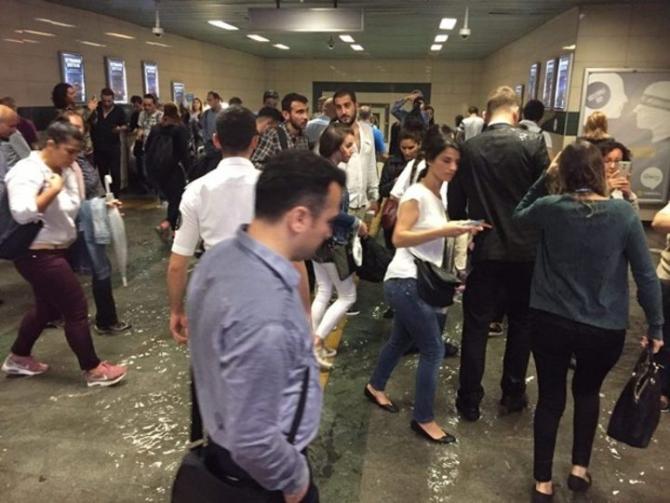 İstanbul'daki şiddetli yağmur sosyal medyayı salladı 14