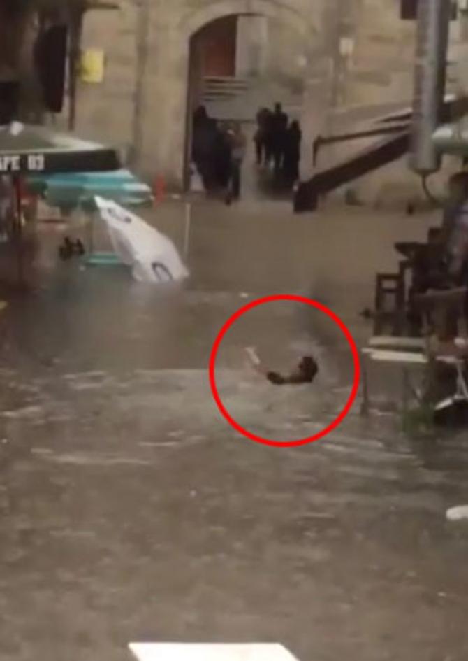 İstanbul'daki şiddetli yağmur sosyal medyayı salladı 21