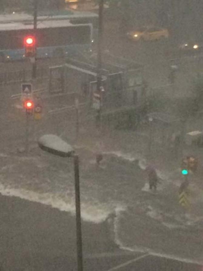İstanbul'daki şiddetli yağmur sosyal medyayı salladı 22
