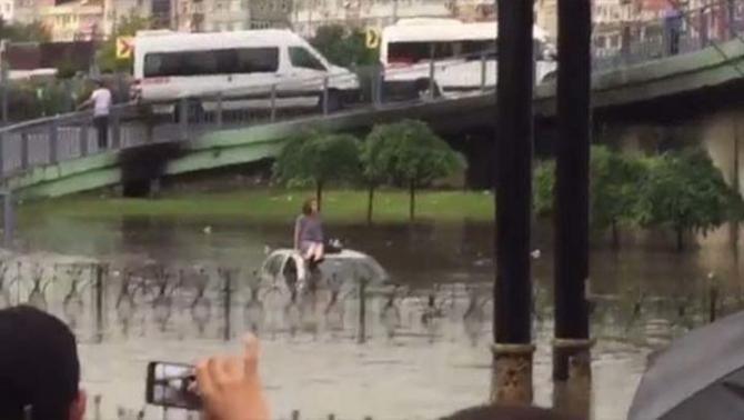 İstanbul'daki şiddetli yağmur sosyal medyayı salladı 28