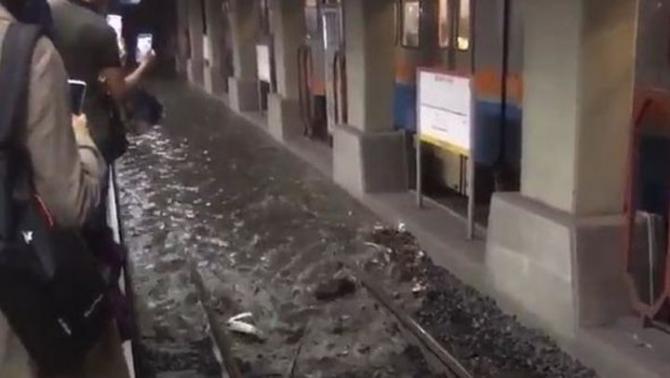 İstanbul'daki şiddetli yağmur sosyal medyayı salladı 30