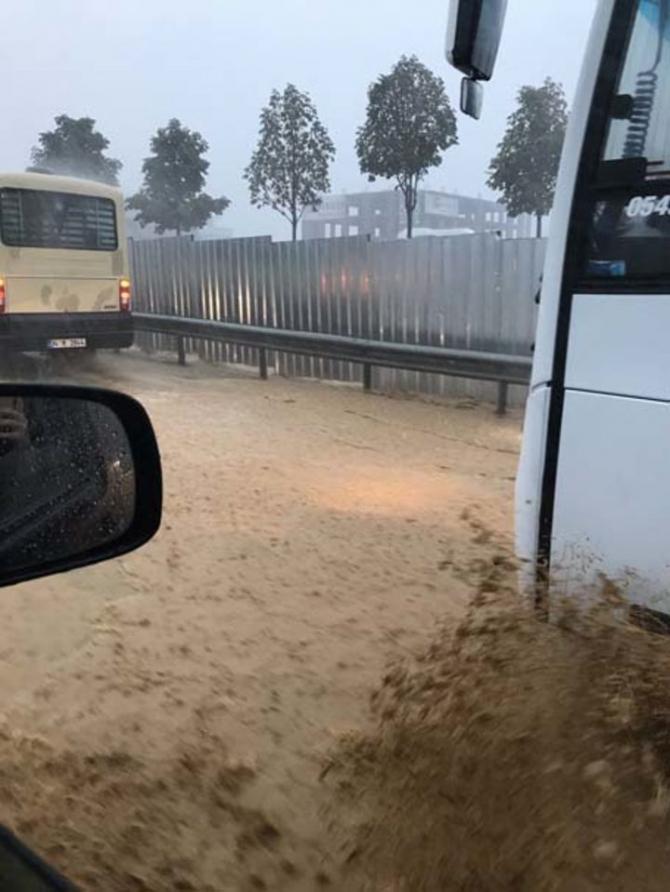 İstanbul'daki şiddetli yağmur sosyal medyayı salladı 31