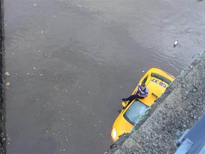 İstanbul'daki şiddetli yağmur sosyal medyayı salladı 32