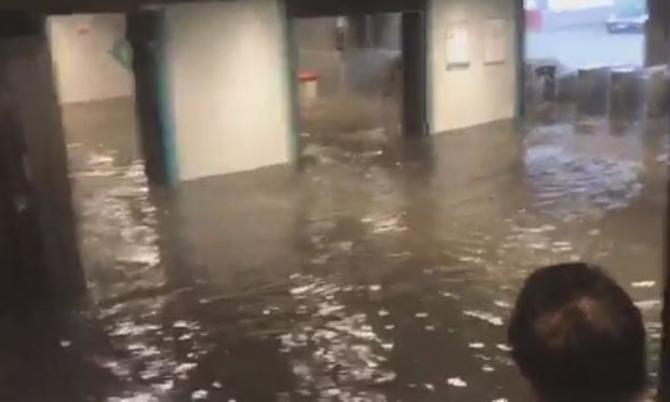 İstanbul'daki şiddetli yağmur sosyal medyayı salladı 38