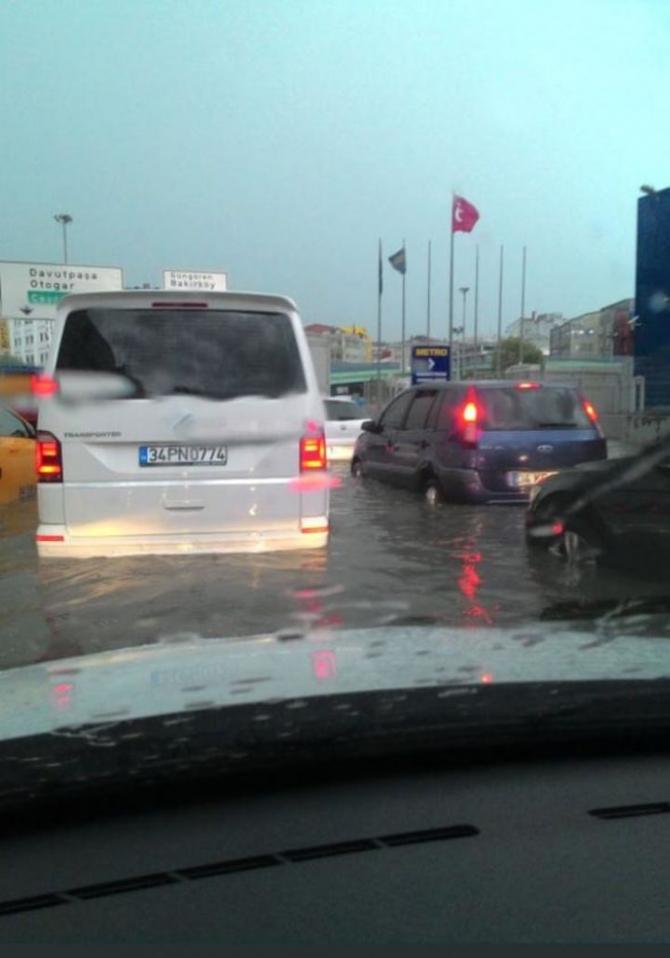 İstanbul'daki şiddetli yağmur sosyal medyayı salladı 40