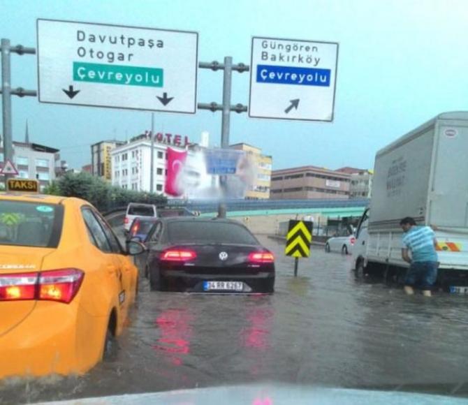 İstanbul'daki şiddetli yağmur sosyal medyayı salladı 41