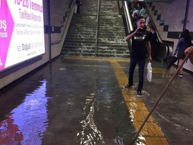 İstanbul'daki şiddetli yağmur sosyal medyayı salladı 42