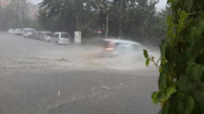 İstanbul'daki şiddetli yağmur sosyal medyayı salladı 45