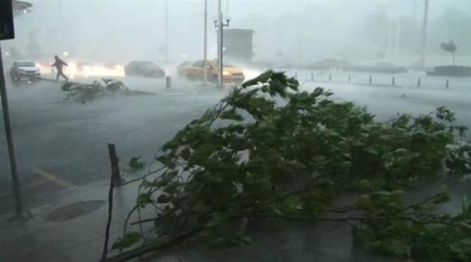 İstanbul'daki şiddetli yağmur sosyal medyayı salladı 47