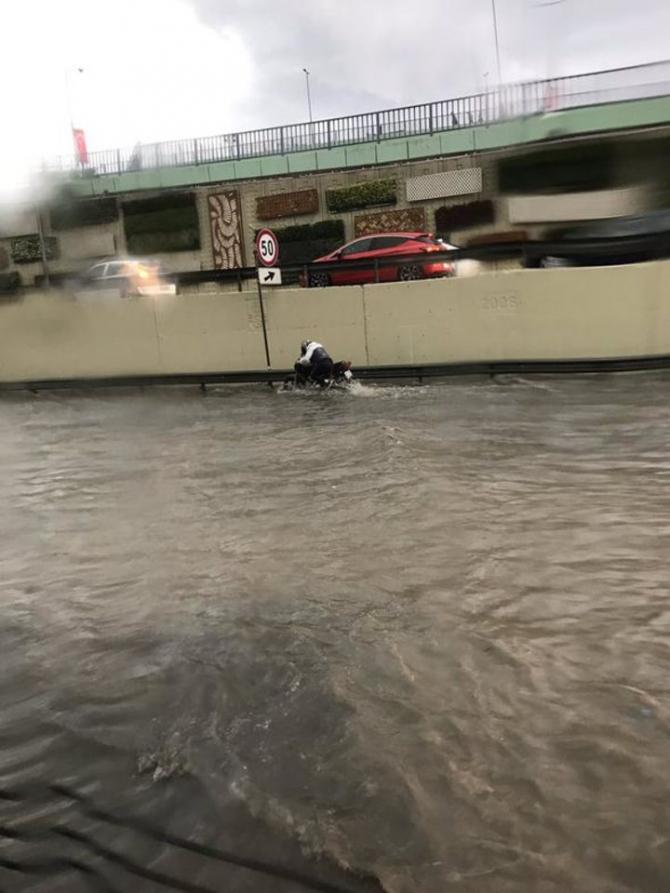 İstanbul'daki şiddetli yağmur sosyal medyayı salladı 48
