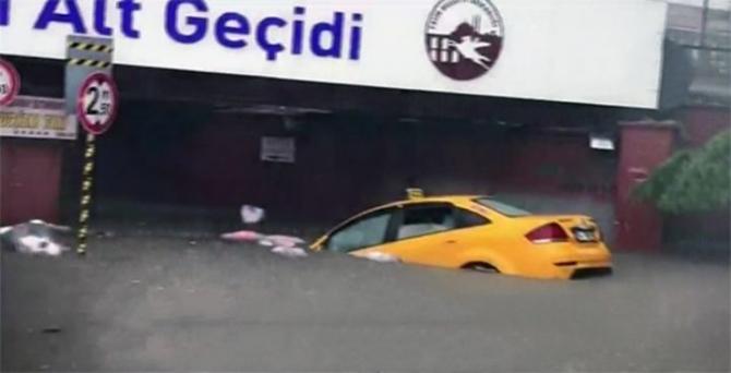 İstanbul'daki şiddetli yağmur sosyal medyayı salladı 5