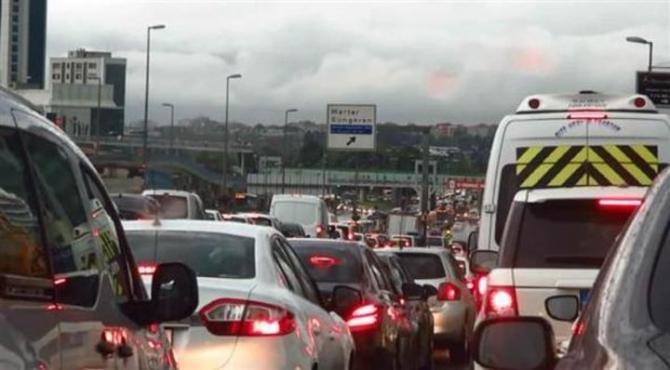 İstanbul'daki şiddetli yağmur sosyal medyayı salladı 55