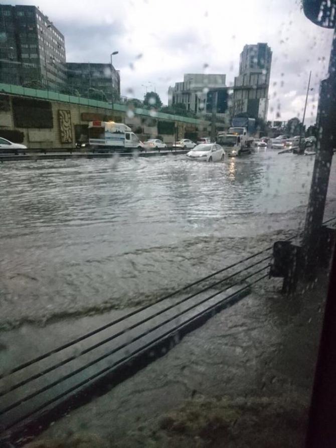 İstanbul'daki şiddetli yağmur sosyal medyayı salladı 58