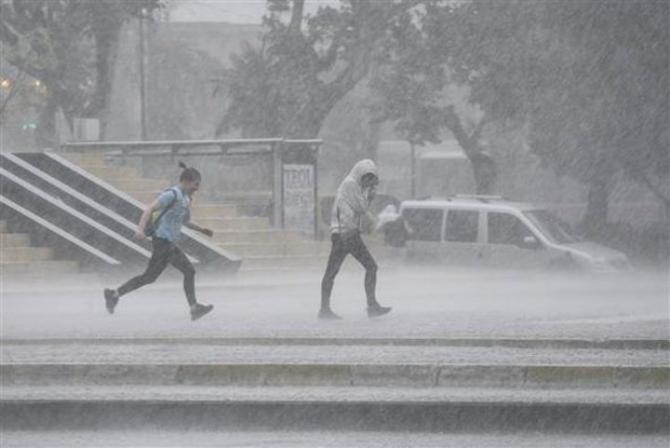 İstanbul'daki şiddetli yağmur sosyal medyayı salladı 59