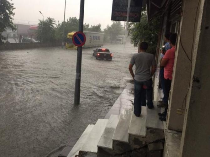 İstanbul'daki şiddetli yağmur sosyal medyayı salladı 64