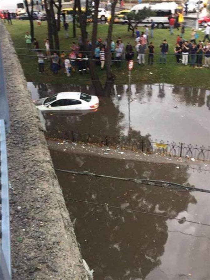 İstanbul'daki şiddetli yağmur sosyal medyayı salladı 73