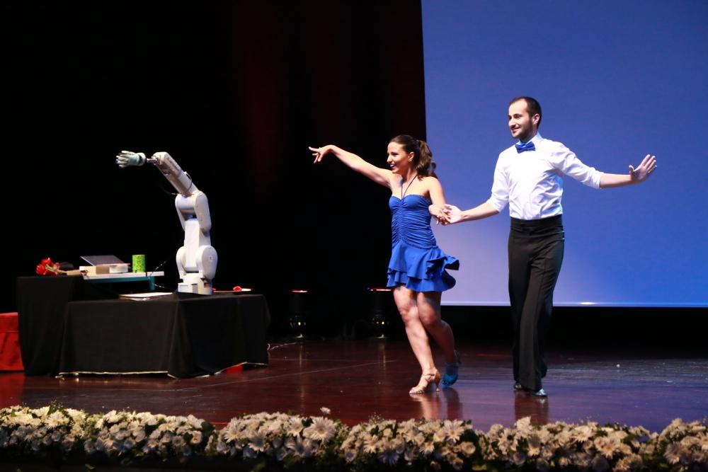 Robotun dans şovu şaşırttı! 1