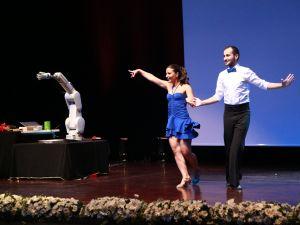 Robotun dans şovu şaşırttı!