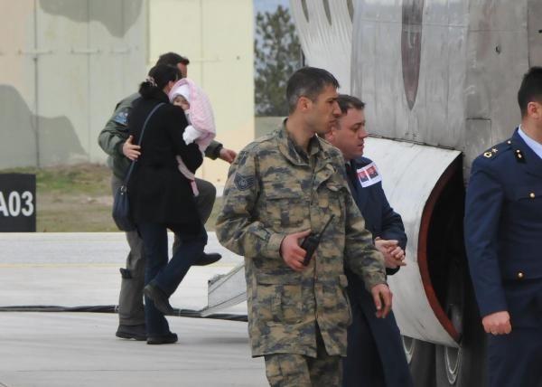 Şehit pilotun eşi uzun süre ayrılamadı! 9