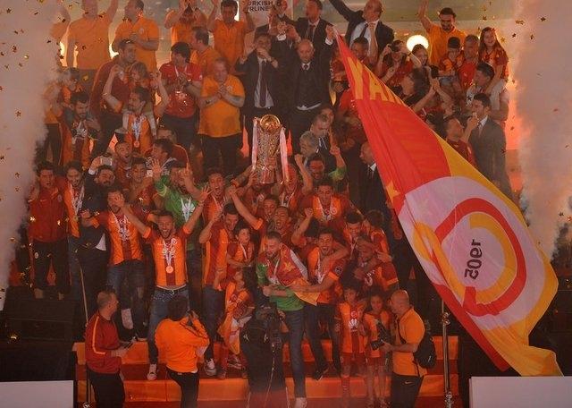 Galatasaray şampiyonluk kupasını aldı! 13