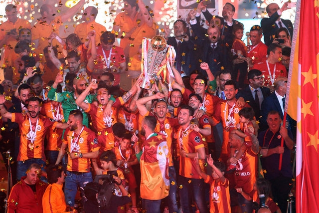 Galatasaray şampiyonluk kupasını aldı! 15