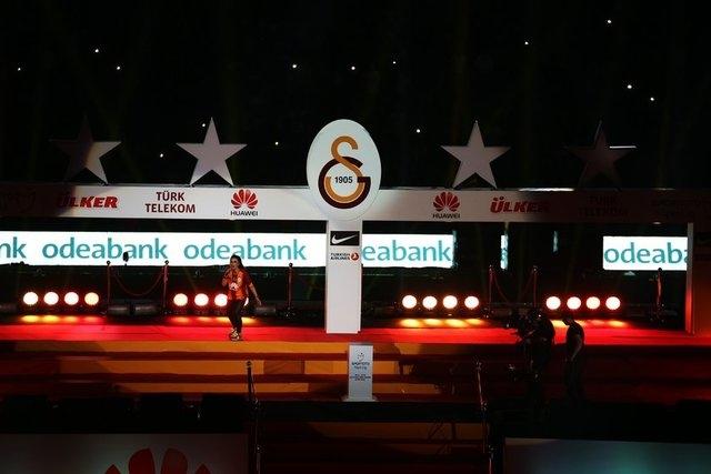Galatasaray şampiyonluk kupasını aldı! 16