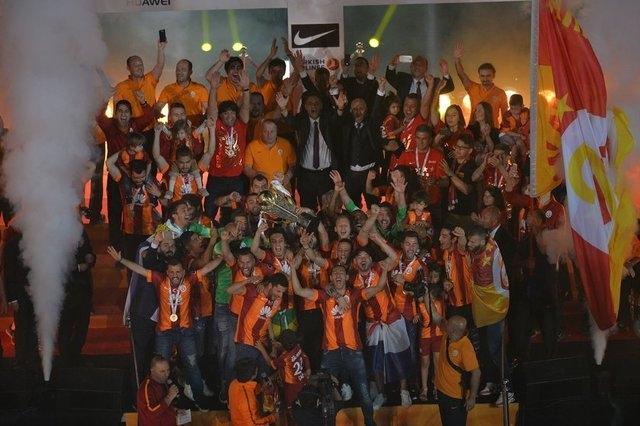 Galatasaray şampiyonluk kupasını aldı! 18