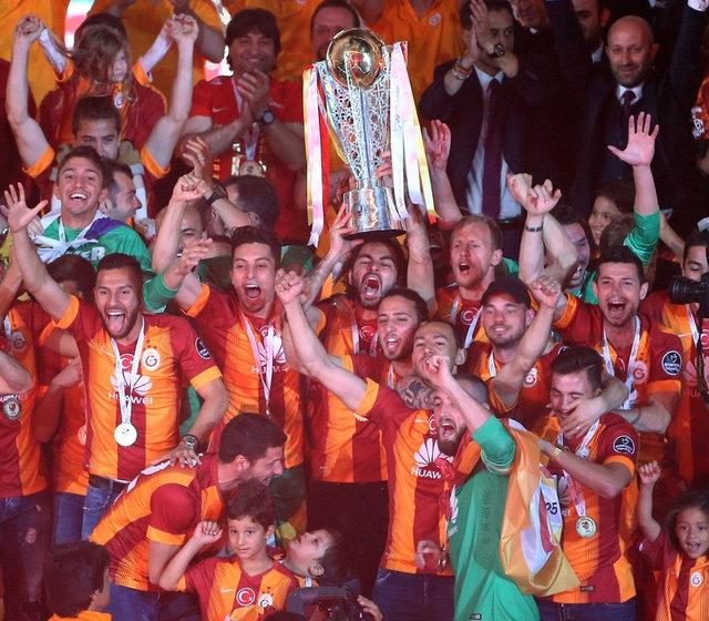 Galatasaray şampiyonluk kupasını aldı! 19