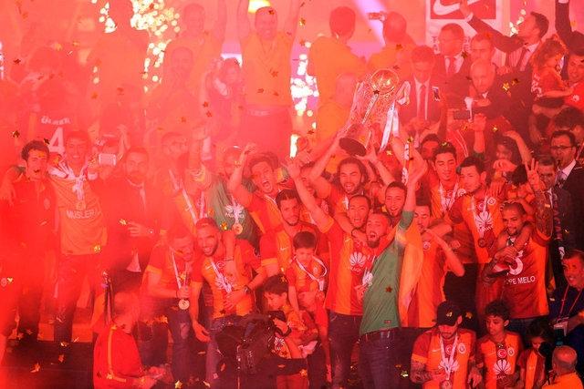 Galatasaray şampiyonluk kupasını aldı! 2