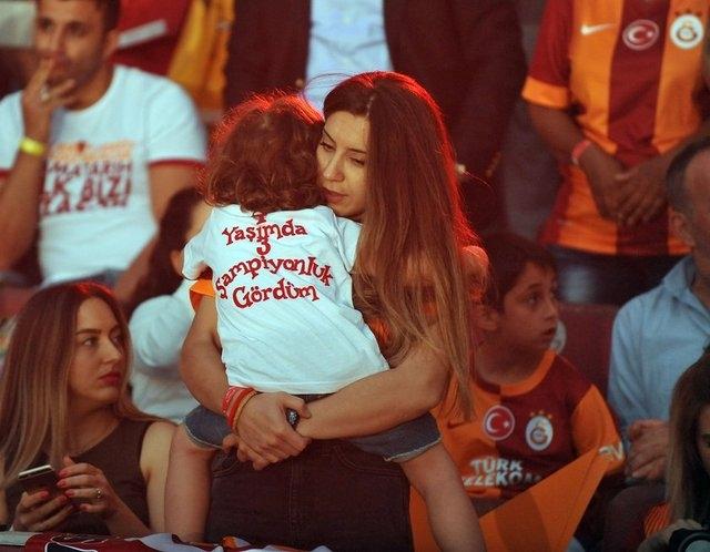 Galatasaray şampiyonluk kupasını aldı! 21