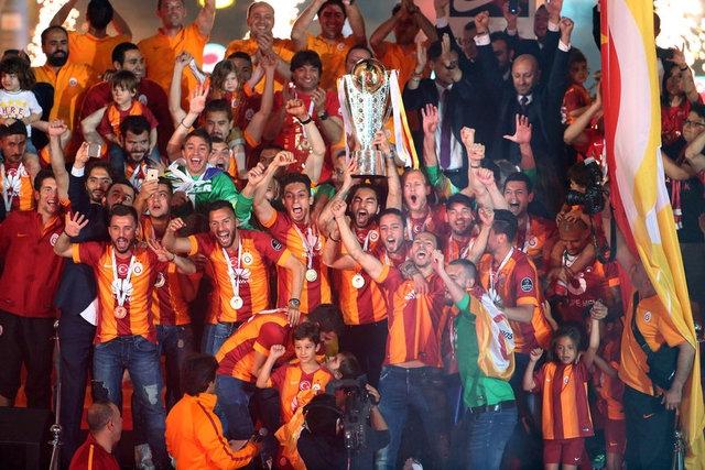 Galatasaray şampiyonluk kupasını aldı! 22
