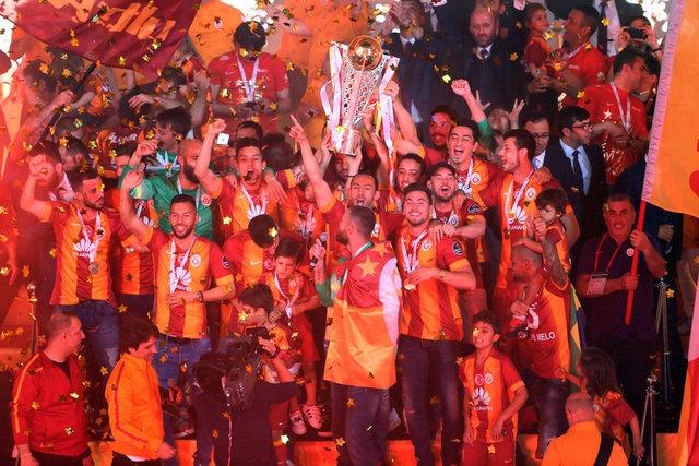 Galatasaray şampiyonluk kupasını aldı! 23