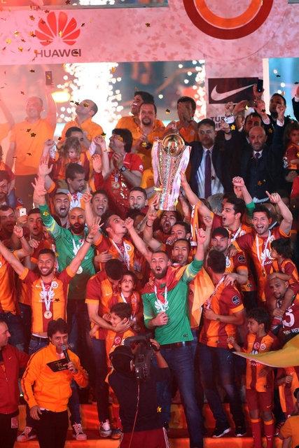 Galatasaray şampiyonluk kupasını aldı! 24