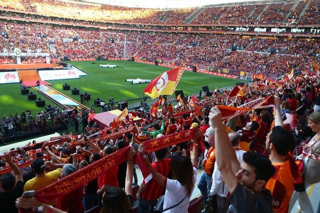 Galatasaray şampiyonluk kupasını aldı! 25