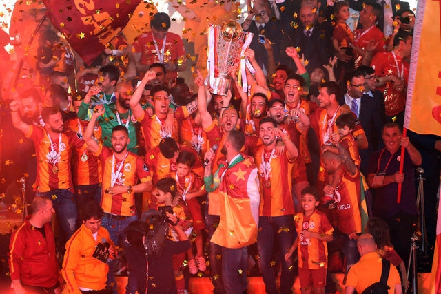 Galatasaray şampiyonluk kupasını aldı! 4