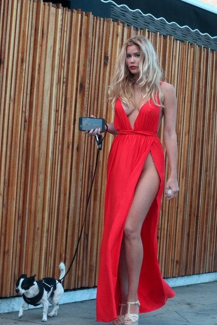 Kırmızı elbiseyle dikkat çekti! 1