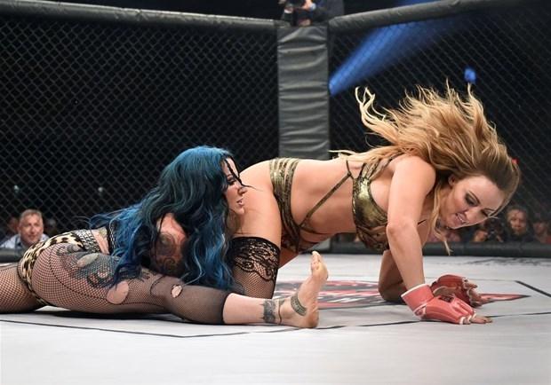 Kızların dövüş sanatı! Lingerie MMA 23