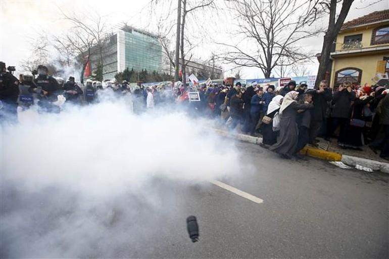 Zaman Gazetesinde Protesto Edenlere Polisten Sert Müdahale 10