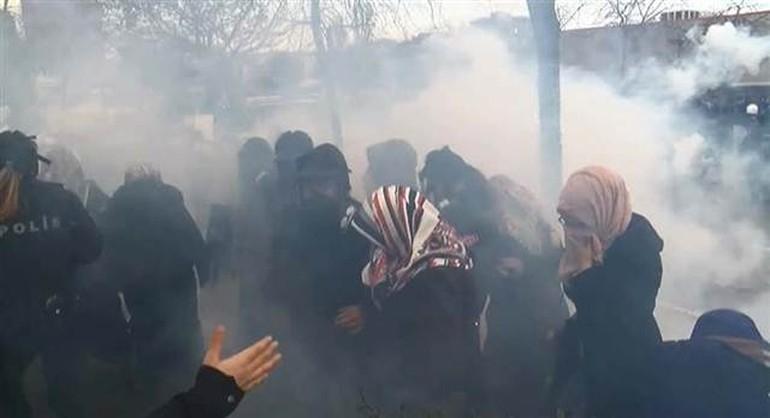 Zaman Gazetesinde Protesto Edenlere Polisten Sert Müdahale 11