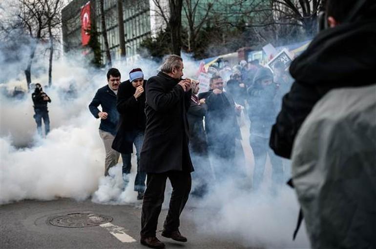 Zaman Gazetesinde Protesto Edenlere Polisten Sert Müdahale 13