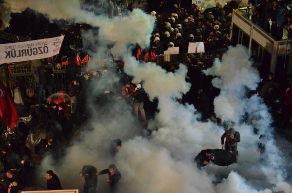 Zaman Gazetesinde Protesto Edenlere Polisten Sert Müdahale 16