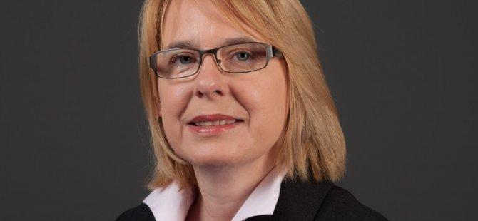 Almanya'da oylamaya damga vuran kadın