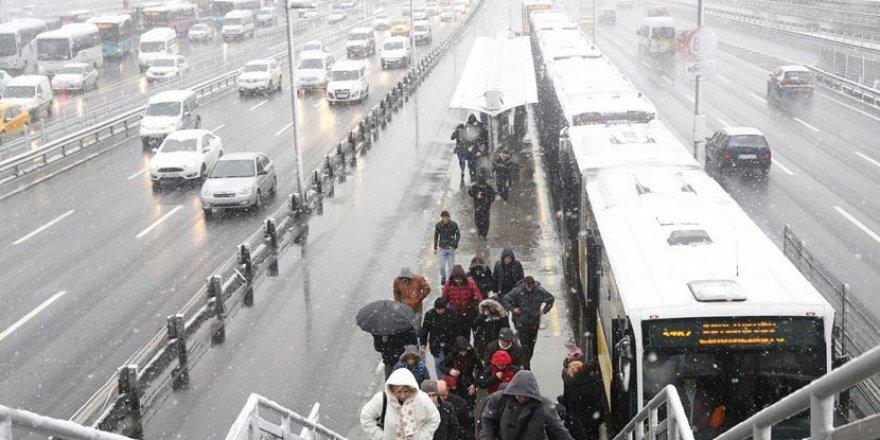 Meteoroloji üst üste uyarmıştı: Kar yağışı başladı