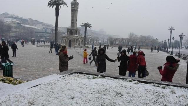 İzmir 2002'den bu yana en etkili kar yağışını aldı