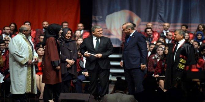 Abdullah Gül'ün gelini Tıp Fakültesi'nden mezun oldu