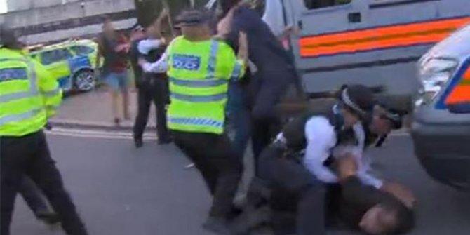 Londra'da PKK yandaşları 15 Temmuz etkinliğine saldırdı